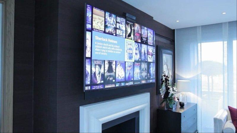 Tv moving ead supporto tv motorizzato da parete per tv a muro con avanzamento e discesa - Convettori elettrici da parete ...