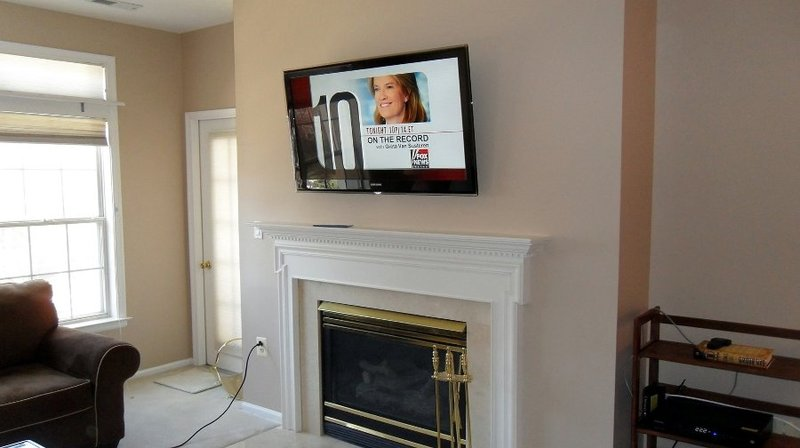 Altezza tv a parete camera da letto appendere i quadri come disporli bene sulla parete with - Altezza tv a parete camera da letto ...