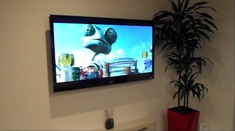 Tv moving pse90 staffa tv motorizzata da parete per tv a muro con rotazione a bandiera - Porta televisori a parete ...