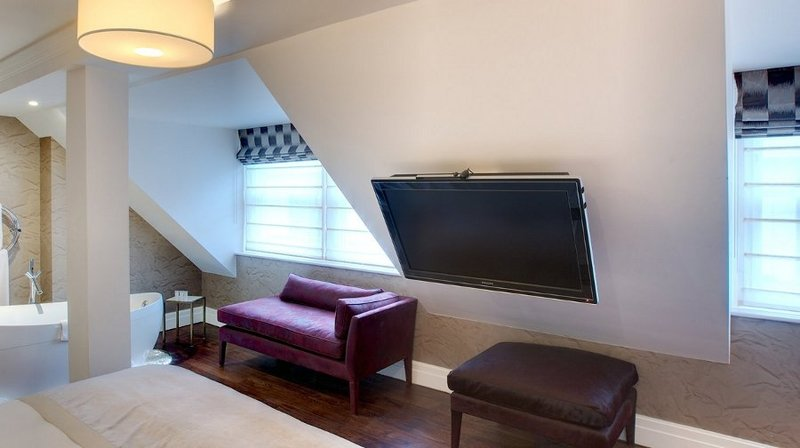 TV MOVING MLIN - Supporto tv motorizzato da soffitto per appendere tv al soffitto inclinato