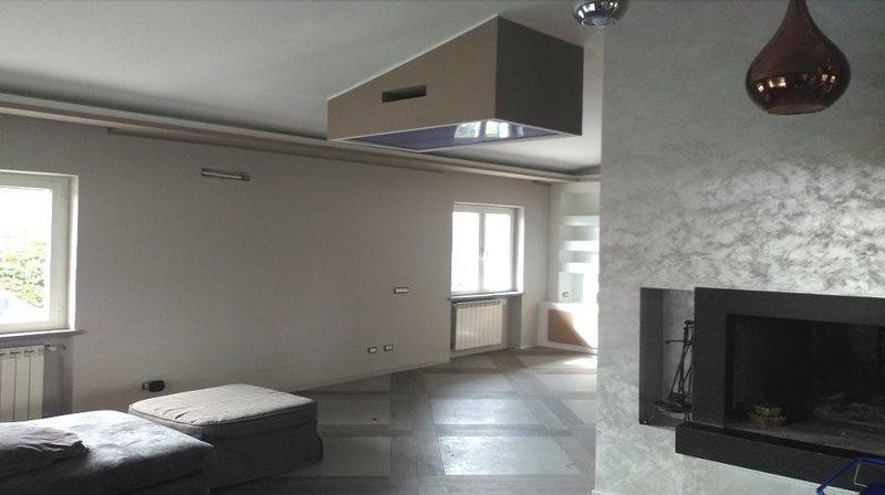 Tv moving ct supporto tv motorizzato da soffitto per tv scomparsa soffitto - Porta tv da soffitto ...