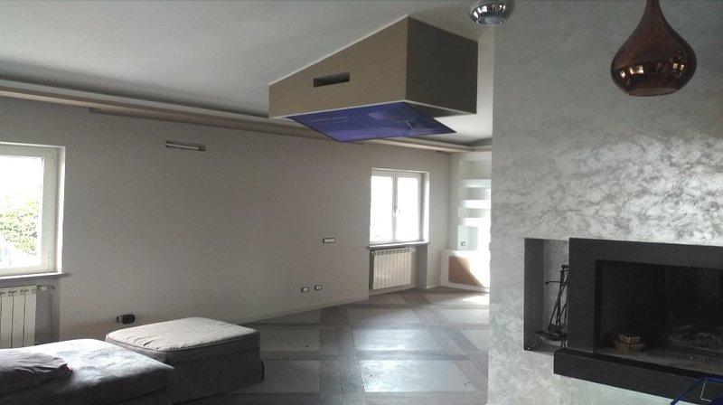 Tv moving ct supporto tv motorizzato da soffitto per tv - Porta tv a soffitto ...